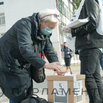 """Українці теж мають питання для Зеленського: реакція соцмереж на президентське """"опитування"""""""