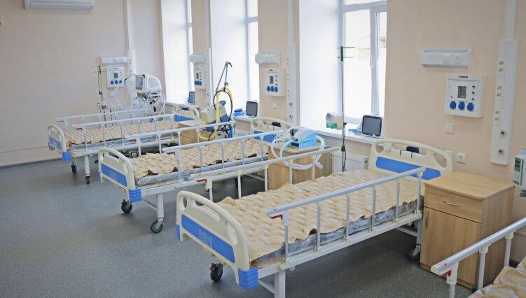 """Чиновники та журналісти не знайшли в Олександрівській лікарні хворих на """"дельту"""""""