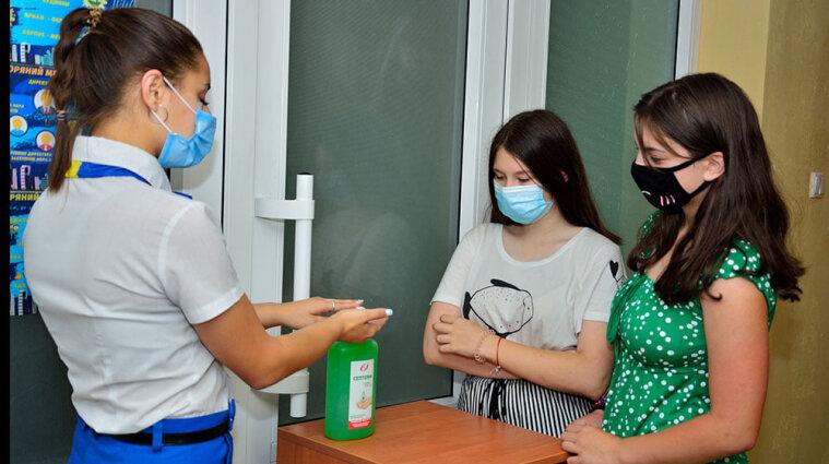 """COVID-19 в  """"Молодой гвардии"""": в Одесском лагере снова принимают детей"""