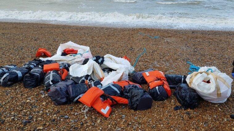 На пляж у Великій Британії викинуло майже тонну кокаїну