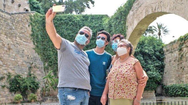 В Испании запретили ходить на улице без маски