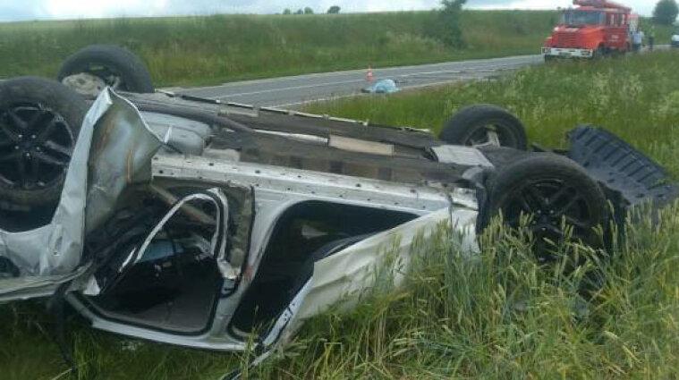 В ДТП у Львівської області загинуло дві людини, ще троє травмувалось