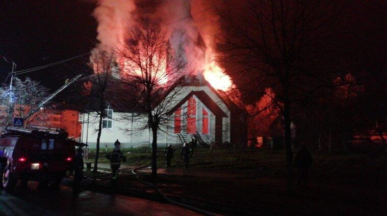 В Івано-Франківській області масштабно палала церква - фото