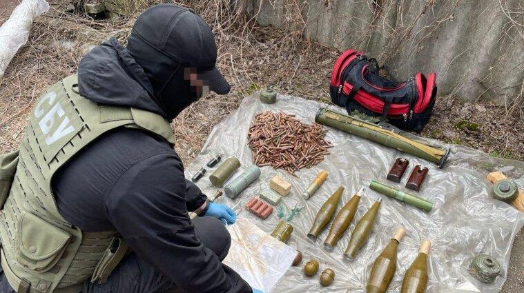 СБУ знайшла схрон зброї у Луганській області - фото