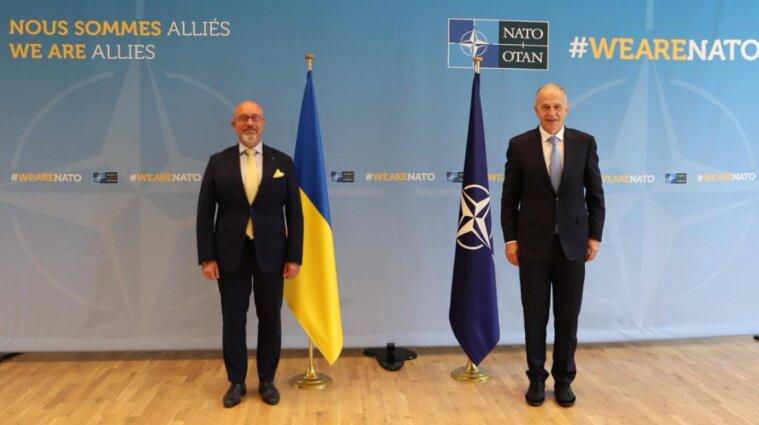 Резніков відвідав штаб-квартиру НАТО: Росія не виконує зобов'язання та вдається до шантажу