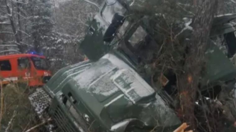 Грузовик с 30 военнослужащими перевернулся во Львовской области