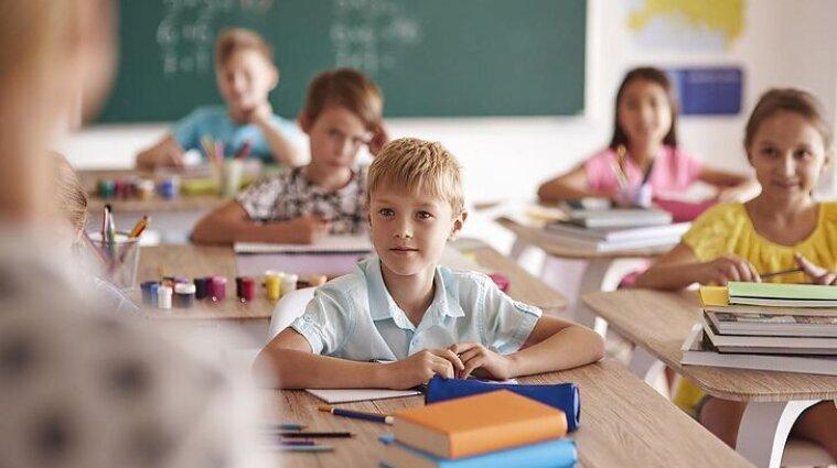 Кабмін дозволить працювати садочкам і молодшим класам під час карантину