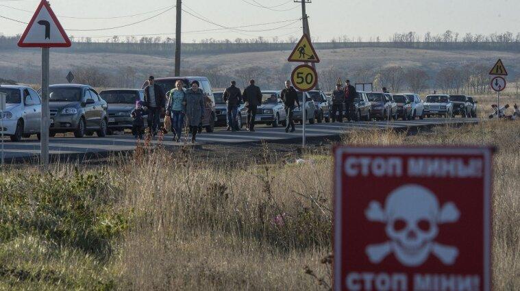 Окупанти блокують роботу КПВВ на лінії розмежування: де пропускають людей