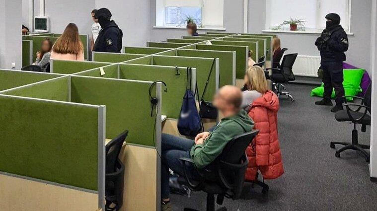 В Черниговской области коллекторы шантажировали должников порнографией