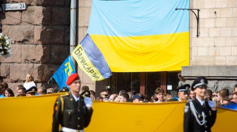 Під час параду в Києві чоловік намагався себе підпалити - відео