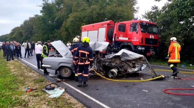ДТП на Прикарпатье: погиб один человек, еще пятеро - пострадали - фото