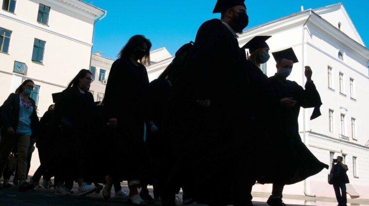 Ціна граніту науки: скільки коштує освіта в українських вишах у 2021 році