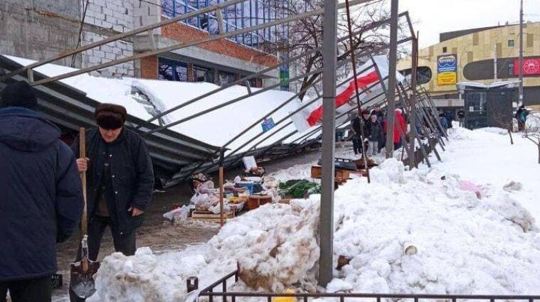 Брили снігу впали на перехожих у Києві - фото