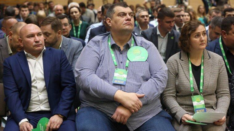 """Жена """"слуги"""" Юзика за год заработала больше трех миллионов гривен"""
