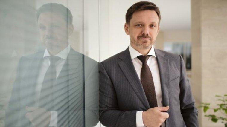 """Напад на журналістів """"Схем"""" в """"Укрексімбанку"""": Мецгер склав повноваження"""