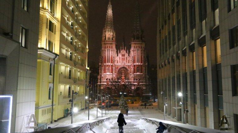 В Киеве горит Костел святого Николая - видео