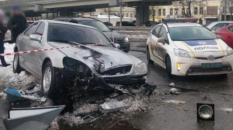 Водій у Києві тікав від патрульних та в'їхав у натовп (оновлено)