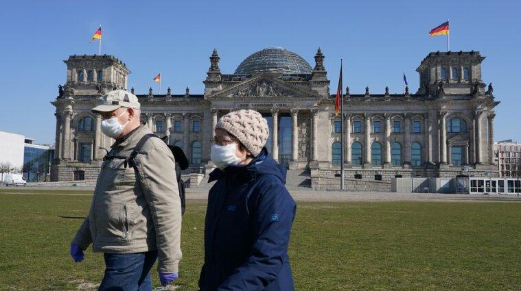 Германия будет отправлять невакцинированных украинцев на самоизоляцию