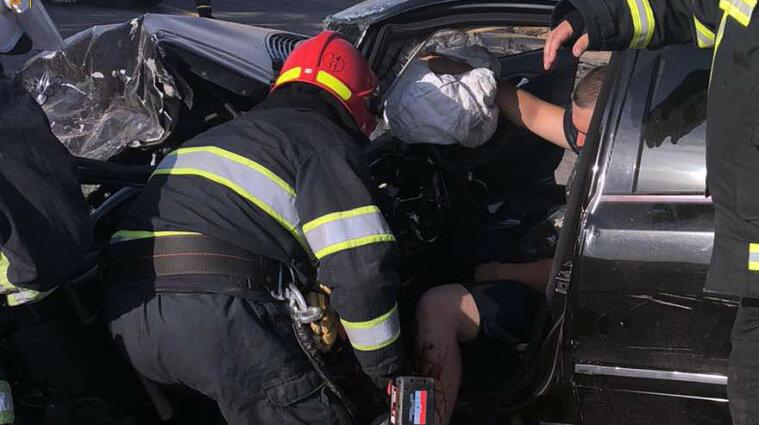 В ДТП в Хмельницкой области погибли три человека, среди которых - ребенок (видео)