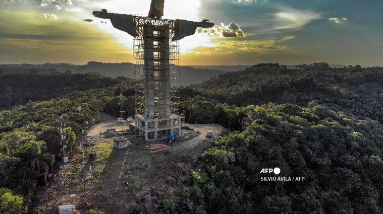 В Бразилии строят самую высокую в стране статую Иисуса Христа (фото)