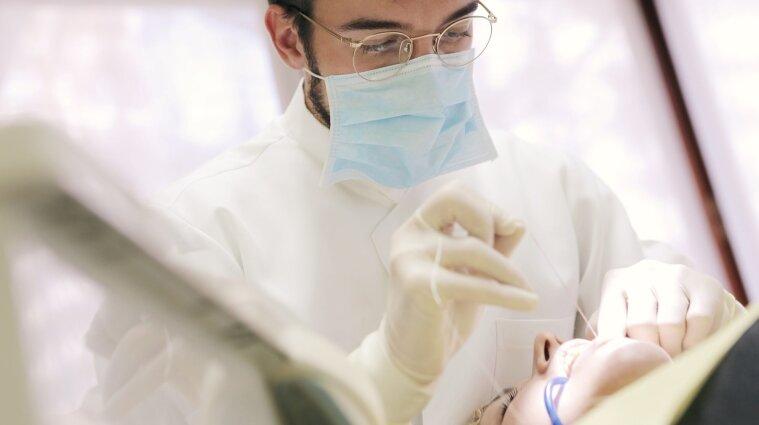 У Києві стоматолог намагався вбити струмом 70-річну пацієнтку
