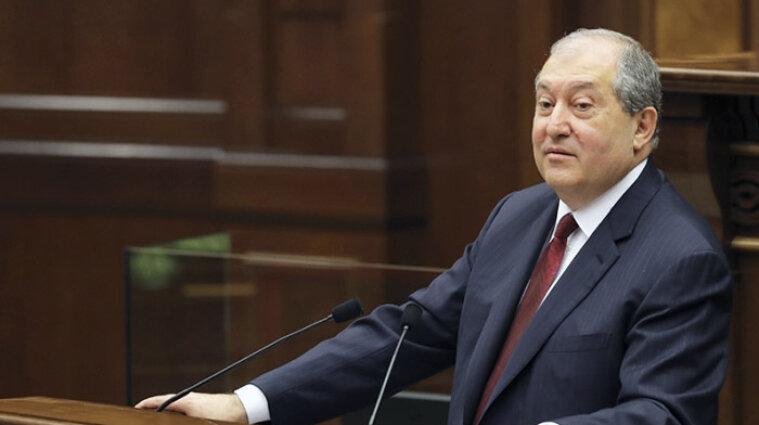 Президент Вірменії виступив за відставку Пашиняна та його уряду