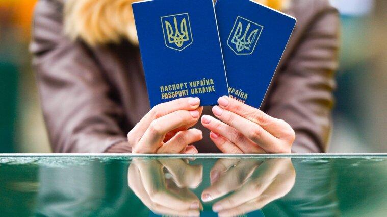 55% украинцев относятся отрицательно к возможной отмене безвиза