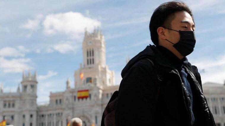 В Испании вспышка ковида среди невакцинированной молодежи: что случилось