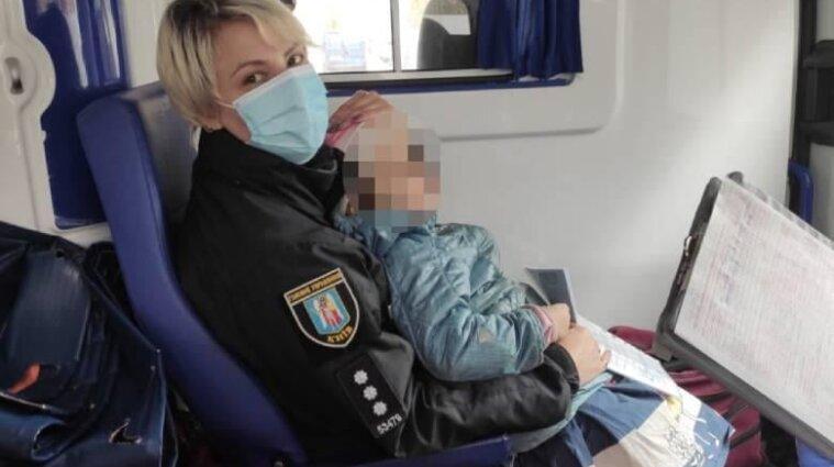 Трехлетняя девочка, которую нашли у наркоманов в Киеве, попала в больницу