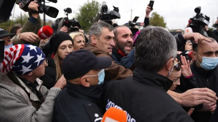 В Грузии сторонники Саакашвили подрались с полицией - фото