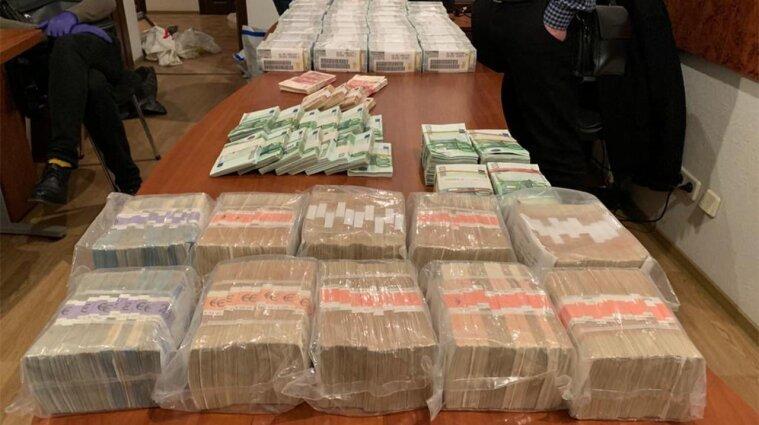 У брата голови ОАСК та його спільника знайшли майже чотири мільйони доларів готівкою