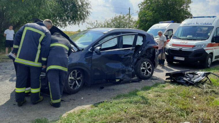 Двох людей затисло в авто після ДТП у Львівській області  - фото
