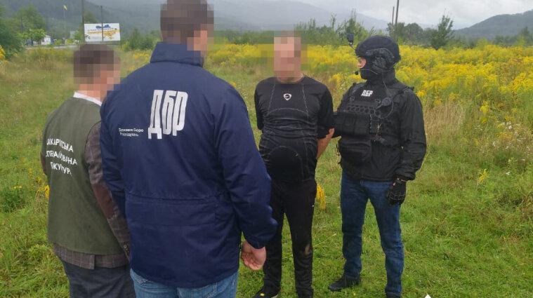Військовий на Закарпатті продавав наркотики товаришам по службі