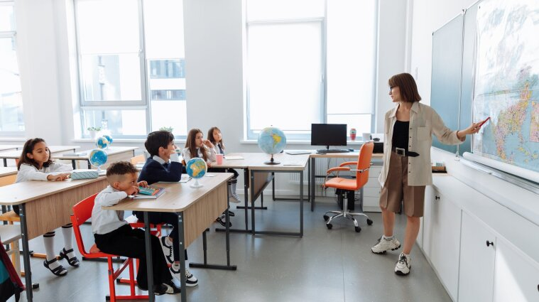 В Киеве невакцинированных учителей будут увольнять с работы