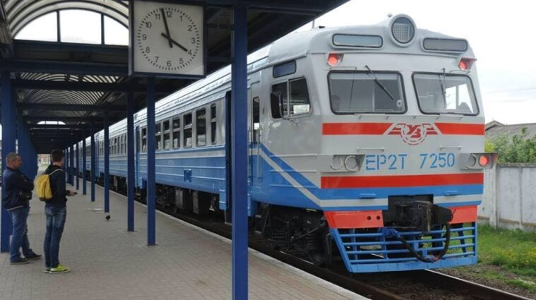 """""""Укрзалізниця"""" тимчасово припинила рух приміських поїздів на Хмельниччині"""