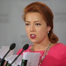 """Сумочку Gucci за 64 тисячі """"вигуляла"""" в Раду депутатка з """"Батьківщини"""""""