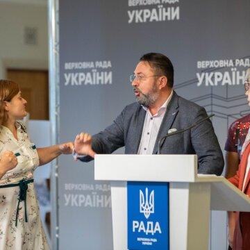 Бійки, закони та прогули: як працювали народні депутати у Раді 2021 року