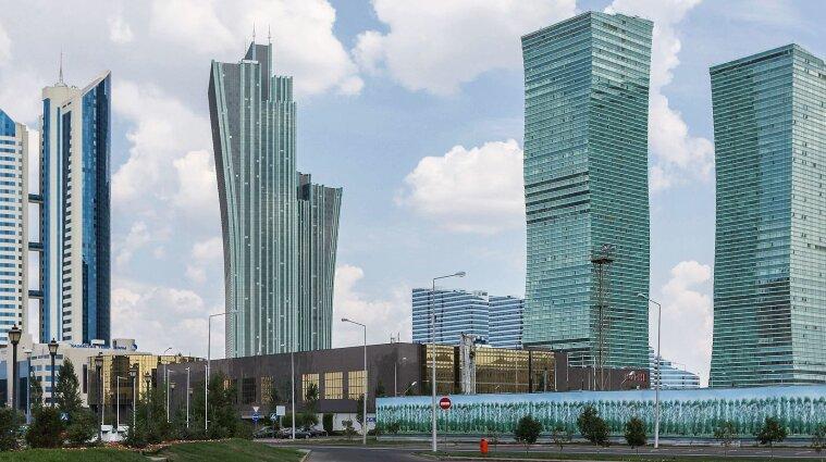 Казахстан ввел ограничения для невакцинированных граждан: что запрещено