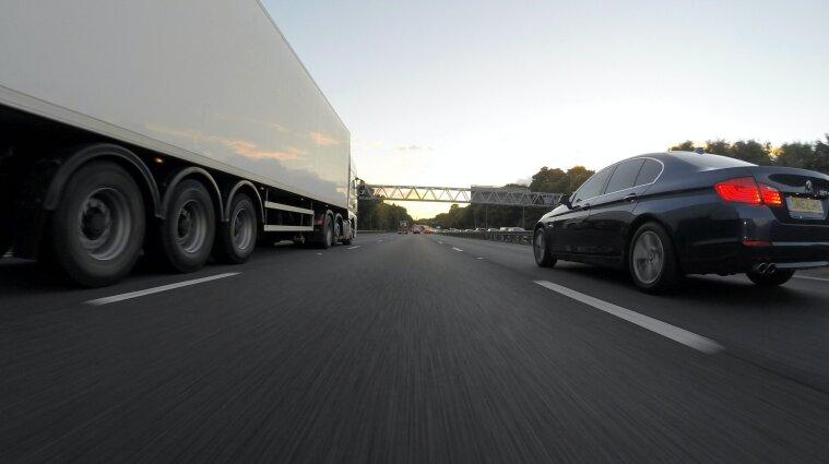 Разумков подписал закон об усилении ответственности за перегруженный транспорт