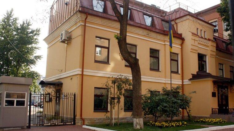 У Петербурзі напали з ножем на охоронця українського консульства - відео