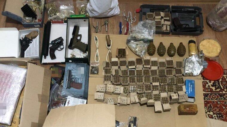 Продавали нелегальное оружие в Киевской области: СБУ разоблачила преступников