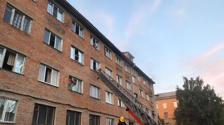 Семь человек пострадали во время пожара в уманском общежитии