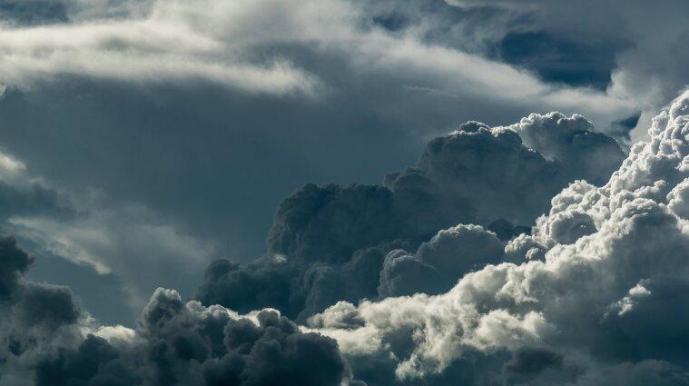Різке погіршення погоди: синоптики оголосили перший рівень небезпечності