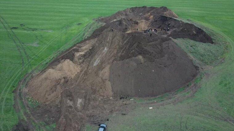 Вандалізм на скіфському кургані: археологи шоковані, а поліція розводить руками