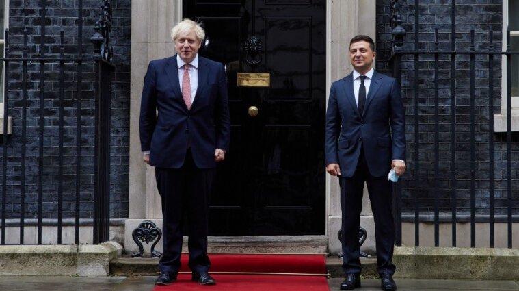 Зеленский рассказал премьеру Британии о ситуации на Донбассе