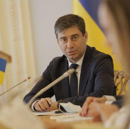 Коломойський рятував Донбас: інтерв'ю з депутатом про деокупацію та нацменшини