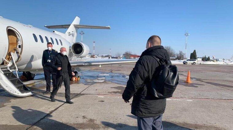 """Утекти не вдалось: ексзаступнику голови правління """"ПриватБанку"""" вручили підозру"""