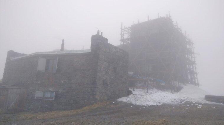 В Карпатах идет снег, а в других областях Украины - дождь