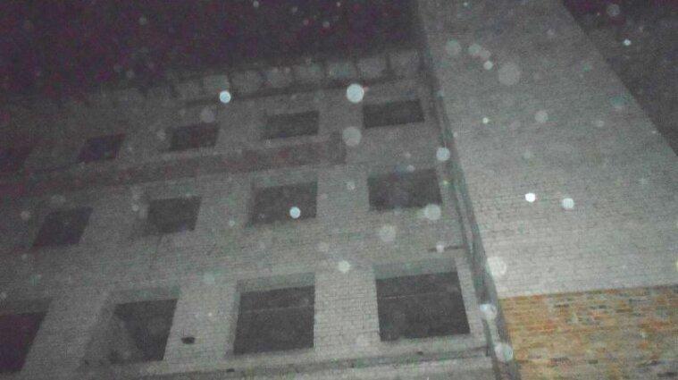В Ровно школьница сорвалась с многоэтажки во время селфи