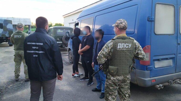Трое иностранцев, имеющих проблемы с законом, пытались сбежать из Украины